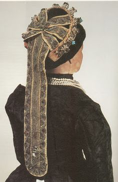 TK csipke: Debreceni gyöngyös-bogláros párta Lany, Victorian, Dresses, Fashion, Vestidos, Moda, Fashion Styles, The Dress, Fasion