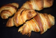 Recette de croissants vegan Croissant Vegan, Mini Croissants, Sausage, Gluten, Pork, Cooking, Desserts, Pains, Alternative