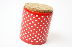Rot gepunktete 70er Jahre Dose // red box with white hearts by Decorative Art…