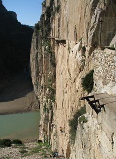 El Chorro is a town in the southern part of Spain, in the Malaga province, at the end of limestone gorge - Desfiladero de los Gaitanes. Ecology Design, Sport Outdoor, Malaga, Climbing, Mount Rushmore, Travelling, Healthy Lifestyle, Spain, Mountains