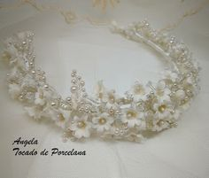 Tocados de novia. Joyería Cerámica. Flores de porcelana fina (cérámica ) y masa flexible. Bride Headband, Headpiece Wedding, Bridal Headpieces, Casco Floral, Wedding Hair Pins, Floral Headpiece, Bridal Crown, Bridal Flowers, Floral Crown