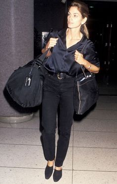 Vintage Style Hold On: Did Cindy Crawford Invent Airport Style? via - In case you weren't aware, Cindy Crawford's airport style in the was seriously enviable. See and shop her looks here. 1990s Fashion Trends, 2000s Fashion, Fashion Models, Fashion Online, Cindy Crawford, Style Année 70, 70s Mode, Street Style, All Black Outfit