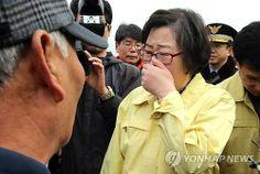 Yoon Jin-sook tapándose la nariz en Yeosu.