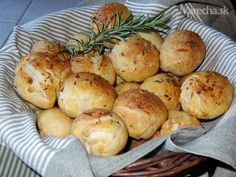 Máslové rozmarýnové houstičky s česnekem 20 Min, Baked Potato, Cauliflower, Potatoes, Homemade, Baking, Vegetables, Ethnic Recipes, Czech Republic