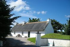 Self catering holiday cottages in Donegal, Ireland. A wide selection of holiday home providers throughout county Donegal Irish Cottage Decor, Old Cottage, Cottage Farmhouse, Cottage Homes, Cottage Style, Ireland Vacation, Ireland Travel, Scotland Culture, Self Catering Cottages