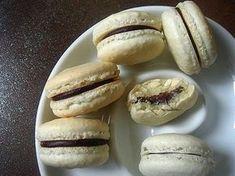 Macaron készítés tapasztalatai :) Meringue, Hot Dog Buns, Hot Dogs, Bagel, Macarons, Hamburger, Muffin, Bread, Cookies