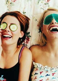 15 beauty related conversations you've definitely had with your best friend!