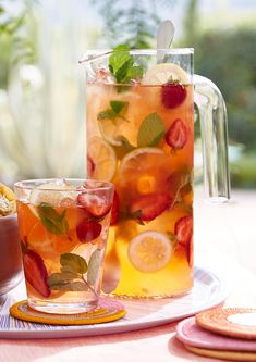 The secret to this sangria-inspired (nonalcoholic) sipper is a mint- and berry-infused simple syrup with lots of fresh fruit and mint to finish. Mint Lemonade, Strawberry Lemonade, Better Homes And Gardens, Jai Faim, Fruit Drinks, Alcoholic Beverages, Cocktails, Drinks Alcohol, Martinis