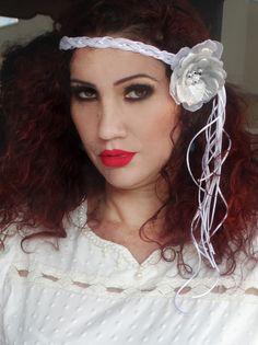 Headband com Flor Branca e Prata