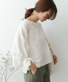 どんな格好したらいいの?[40代ファッション]定番アイテムと着こなし術をご紹介♪ | キナリノ Bell Sleeves, Bell Sleeve Top, Japan Fashion, Facon, Tunic Tops, Womens Fashion, Japan Style, Cords, Face