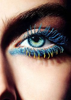 Adding coloured mascara to the tip of the lashes!