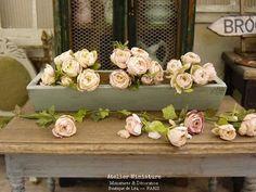Atelier de Léa (@atelier.miniature) • Photos et vidéos Instagram Floral Wreath, Miniatures, Wreaths, Boutique, Flowers, Photos, Instagram, Home Decor, Atelier