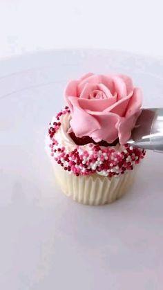 Cupcake Decorating Tips, Cake Decorating Frosting, Cake Decorating Designs, Cake Decorating Supplies, Cake Decorating Techniques, Cookie Decorating, Cupcake Recipes, Cupcake Cakes, Dessert Recipes