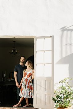 Intimate At-Home Engagement Photo Session | Real Weddings | Oncewed.com