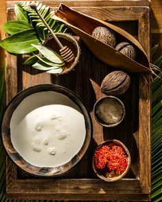 As delicious for the soul as for the skin: a relaxing floral bath with cinnamon, honey and coconut milk.