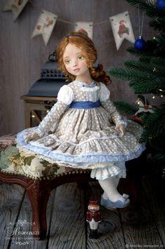 Купить Мари, текстильная коллекционная кукла в интернет магазине на Ярмарке Мастеров