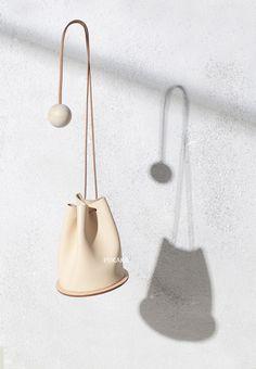 原创设计手工定制简洁时尚牛皮斜挎单肩女包 原木水桶包 风格独特-淘宝网