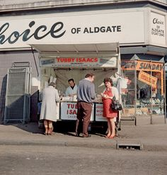 Tubby Isaacs seafood stall, Aldgate, in 1984. Photo by Chris Dorley-Brown. #London