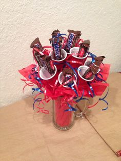 Mini Red Solo Cup Snickers Candy Bouquet The Southern Mom - southernmomgifts@gmail.com 49ers Birthday Party, 60th Birthday, Birthday Ideas, Diy Bouquet, Candy Bouquet, Bouquets, Happy Birthday Valentine, Valentines, Solo Cup Crafts