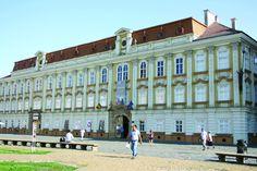 Palatul Baroc s-a format prin contopirea si supraetajrea a doua cladiri. Din 1733 aici era Oficiul Juridic minier, iar in 1735 casieria Garnizoanei Militare. Consiliul Judetean Timis este proprietarul cladirii care in prezent gazduieste Muzeul de Arta. In cele doua decenii scurse de la Revolutia din 1989, CJT, dar si Ministerul Culturii au investit aici sume importante de bani pentru reabilitare.