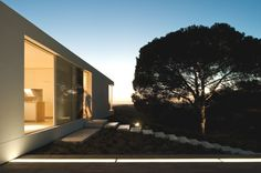 Minimal House in Portugal (3)
