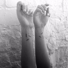 Artysta tworzy minimalistyczne geometryczne tatuaże, które są prawdziwymi…