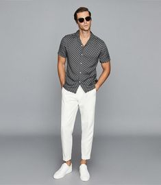 Mens Smart Casual Outfits, Formal Men Outfit, Men Casual, Chinos Men Outfit, Polo Outfit, Outfits In Weiss, Gq Mens Style, Elegantes Outfit, Summer Fashion Outfits