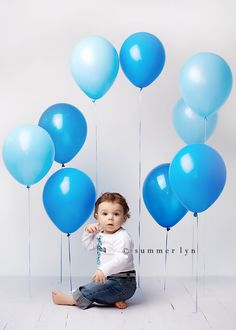 Tape balloons at different lengths for backdrop - idea for 1st bday photo