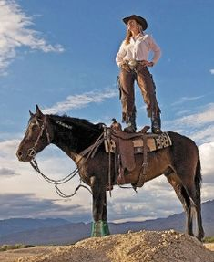 Cowgirl And Horse, Cowboy Art, Cowgirl Style, Horse Riding, Cow Girl, Horse Girl, Cute Horses, Horse Love, Beautiful Horses