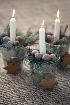 Homemade table decorations: 55 festive table decoration ideas - Christmas table decoration made of natural materials Informations About Weihnachtliche Tischdeko sel - Christmas Makes, Noel Christmas, Christmas Candles, Country Christmas, All Things Christmas, Winter Christmas, Simple Christmas, Christmas Table Decorations, Decoration Table