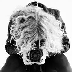 self portrait with camera Love Photography, Black And White Photography, Portrait Photography, Timeless Photography, Monochrome Photography, Photography Magazine, Short Curly Hair, Curly Hair Styles, Girls With Cameras