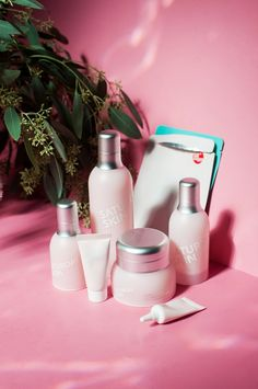 Saturday Skin is a millennial pink lover's dream skincare brand, but are the products worth the hype? Reviewing the entire lineup of Saturday Skin skincare from their daily dew essence mist to rise + shine purifying cleanser to sheet masks.