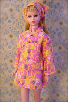 Vintage Mattel Barbie ~ Twist n' Turn Francie - in a really cute two piece cotton, knock off fashion.