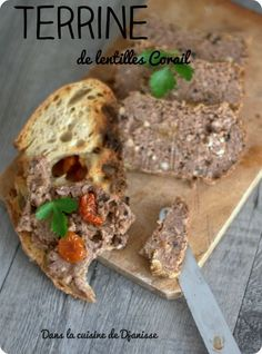 Terrine de lentilles Corail {vegan sans gluten} Vegetable terrine made with Coral lentils, walnuts a Vegan Dessert Recipes, Raw Food Recipes, Sweet Recipes, Healthy Recipes, Vegetarian Pate, Vegetarian Recipes, Charcuterie Vegan, Ayurveda, Vegan Christmas