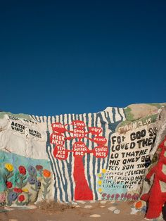 salvation mountain..... I want to go here so bad.. put IT ON MY BUCKET LIST OF PLACES TO SEE