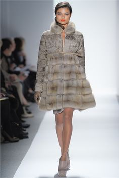 Sfilata Dennis Basso New York - Collezioni Autunno Inverno 2012-13 - Vogue c6660c9af16