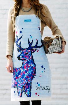 """Piękny fartuch kuchenny """"Scottish Stag"""" co oznacza Jeleń inspirowany szkockim motywem natury.  Kombinacja głębokich, intensywnych  kolorów: niebieskiego,  różu i purpury, sprawia, że fartuch jest wyjątkowy i oryginalny.    W zestawie z fartuszkiem będzie świetnym pomysłem na prezent."""