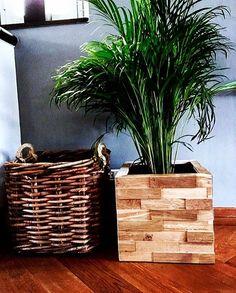 Nieuwe Yoepplanter met eiken panelen. Prachtige planten/bloembak. Door de verschillende panelen kun je je bloembak steeds een andere uitstraling geven.