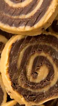 No bake Chocolate Peanut Butter Pinwheels are easy with only 3 ingredients! They are made up of two layers of fudge, rolled together into a pinwheel shape! ❊