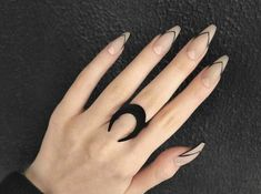 Semi-permanent varnish, false nails, patches: which manicure to choose? - My Nails Nail Art Designs, Black Nail Designs, Acrylic Nail Designs, Almond Nails Designs, Cute Acrylic Nails, Cute Nails, Pretty Nails, White Stiletto Nails, Black Nails With Glitter