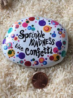 Sprinkle kindness like confetti - colorful painted rock Rock Painting Patterns, Rock Painting Ideas Easy, Rock Painting Designs, Paint Designs, Pebble Painting, Pebble Art, Stone Painting, Painted Rocks Craft, Hand Painted Rocks