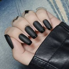 50 super french tip nails to add another dimension i .- 50 super french tip nails to add another dimension to your manicure - Black Manicure, Black Acrylic Nails, Matte Black Nails, Manicure Colors, Black Nail Art, Nail Colors, Black Nail Tips, Manicure Tips, Black Nail Designs