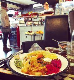 Ihastuttava pikku kahvila & mahtavan maukas afrikkalainen lounaspaikka #järvenpää @mocafehelsinki #kasvisruoka #järnefeltinkatu #prisma vastapäätä #futuremarja