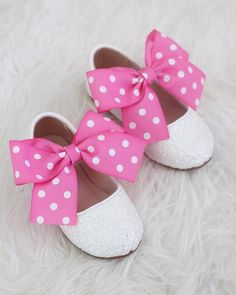 MINNIE MOUSE inspired shoes! We've matched it with FUCSHIA POLKA DOT satin bow to match perfectly with Minnie Mouse costume. Just in time for halloween and perfect for birthday parties! DETAILS:UPPER: Synthetic upper and liningMATERIALS: Mandmade outsoleORIGIN: Imported STYLE NAME: RIDLEY 2nd Birthday Party For Girl, Minnie Mouse Party Decorations, Minnie Mouse Birthday Decorations, Minnie Mouse Birthday Outfit, Minnie Mouse Costume, Mickey Birthday, Minnie Mouse Cake Topper, Birthday Parties, Minnie Mouse Bow