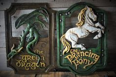 Lord of the Rings 'The Prancing Pony' and 'The Green Dragon' pub signs set - One Board to Rule Them All Hobbit Hole, The Hobbit, Hobbit Party, Nerd Room, Nerd Cave, Man Cave, Pub Signs, Party Rings, Green Dragon