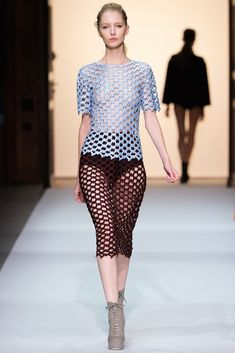 Véronique Leroy Spring 2013 Ready-to-Wear Fashion Show - Irina Shipunova (OUI)