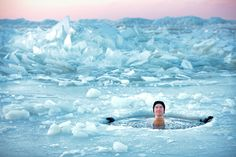 How to Take an Ice Bath (The Right Way) - http://www.runningshoesguru.com/2014/11/how-to-take-an-ice-bath-the-right-way/ - There's a reason more runners don't take ice baths regularly: They're doing it wrong. Use these tips to take make ice baths part of your post-run recovery plan.