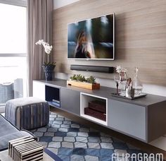 Home Decorating Style 2019 for Living Room Tv Wall Ideas, you can see Living Room Tv Wall Ideas and more pictures for Home Interior Designing 2019 at Best Home Living Room. Living Room Color Schemes, Living Room Designs, Family Room Walls, Tv Wall Decor, Tv Wall Design, Living Room Tv, Apartment Living, Living Area, Home Decor