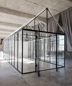 A greenhouse acts as a flexible meeting space at DI Telegraph coworking space in Moscow, Russia. Design by Archiproba. Residence Life, Coworking Space, Corporate Design, Retail Design, Interior Architecture, Interior And Exterior, Best Office, Design Set, Design Ideas