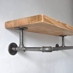 Give Your Rooms Some Spark With These Easy Vintage Industrial Furniture and Design Tips Do you love vintage industrial design and wish that you could turn your home-decorating visions into gorgeous reality? Industrial Chic Decor, Industrial Design Furniture, Pipe Furniture, Industrial House, Unique Furniture, Furniture Projects, Furniture Decor, Vintage Industrial Bedroom, Industrial Pipe